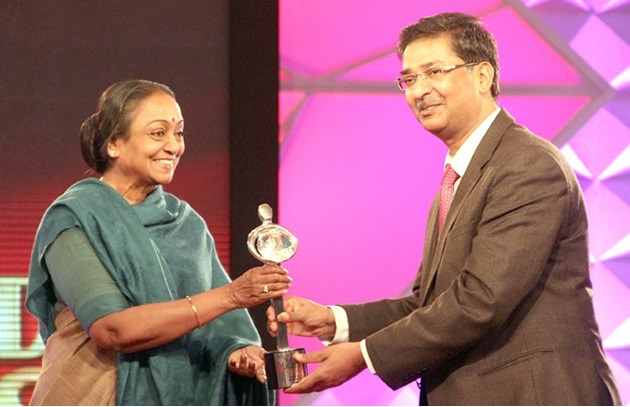 Gujarat bags Best State Award for Citizen Security at IBN 7 Diamond States Award