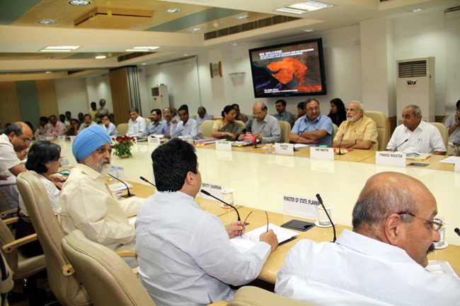 CM attends Planning Commission meeting to finalize Gujarat's Annual Plan of 2013-14